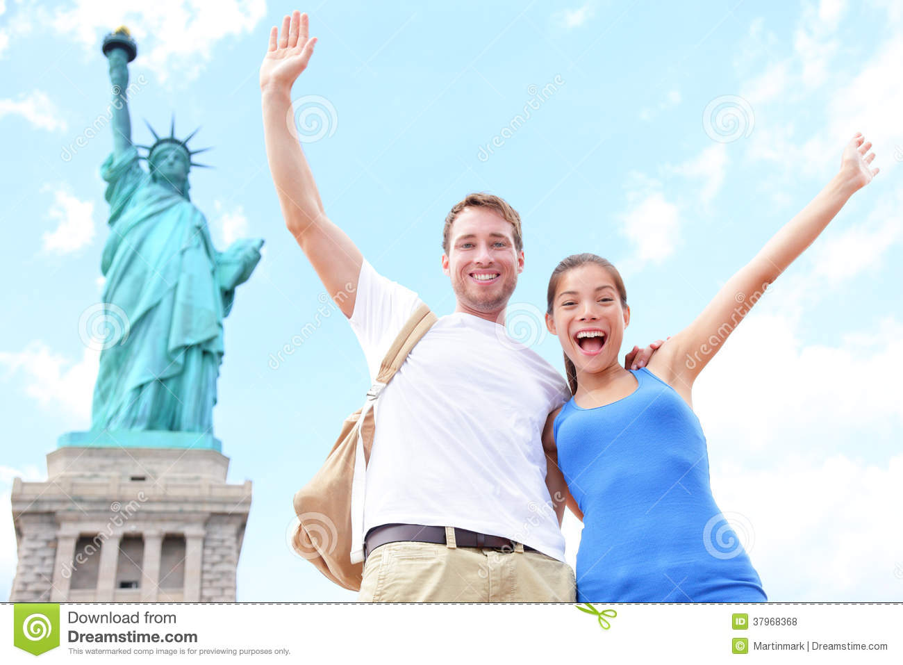 Travel tourists couple at statue of liberty usa stock for Attractions in nyc for couples