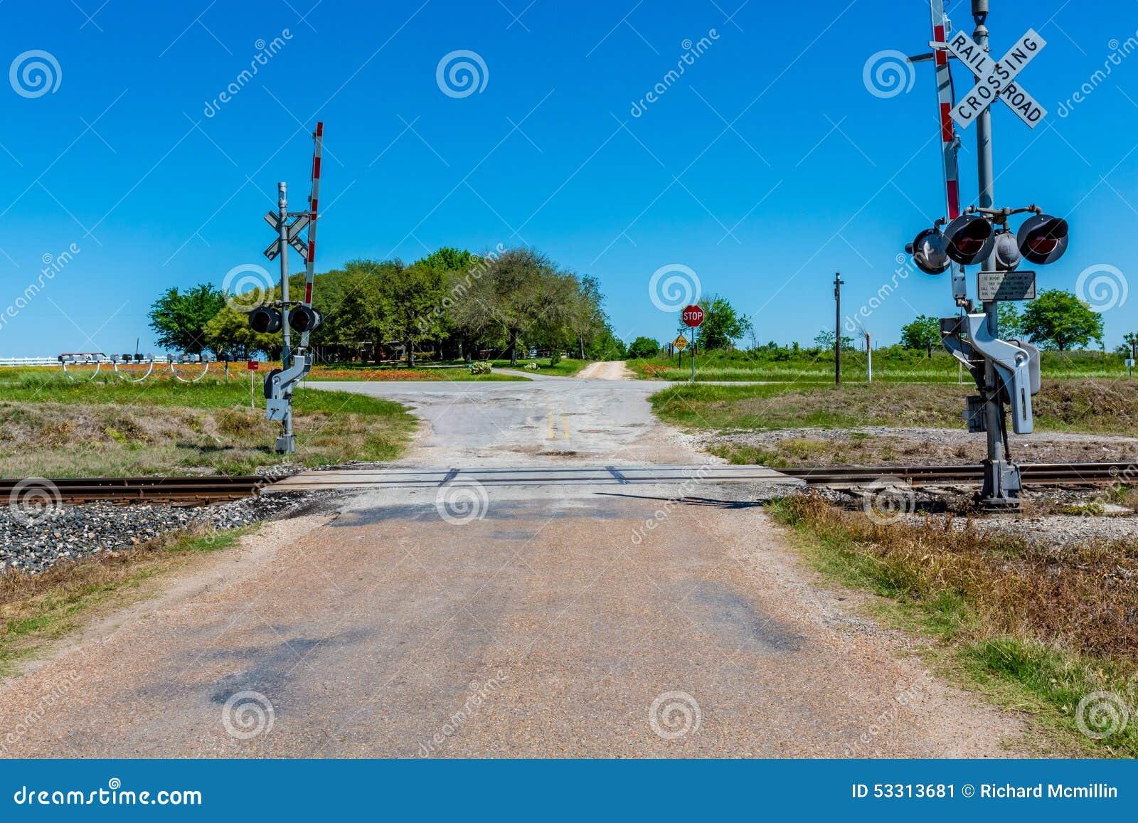 Travesía de ferrocarril en viejo Texas Country Road