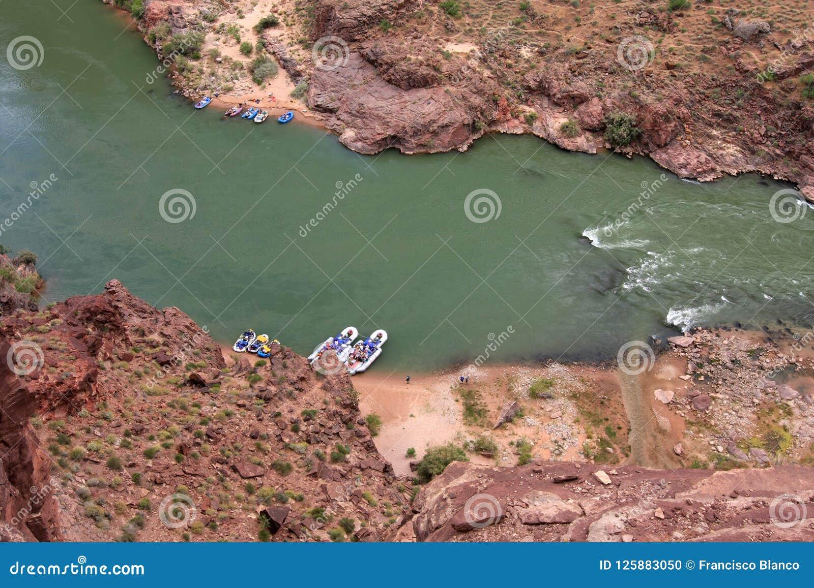 Travi sul fiume Colorado nel parco nazionale del Grand Canyon, Arizona