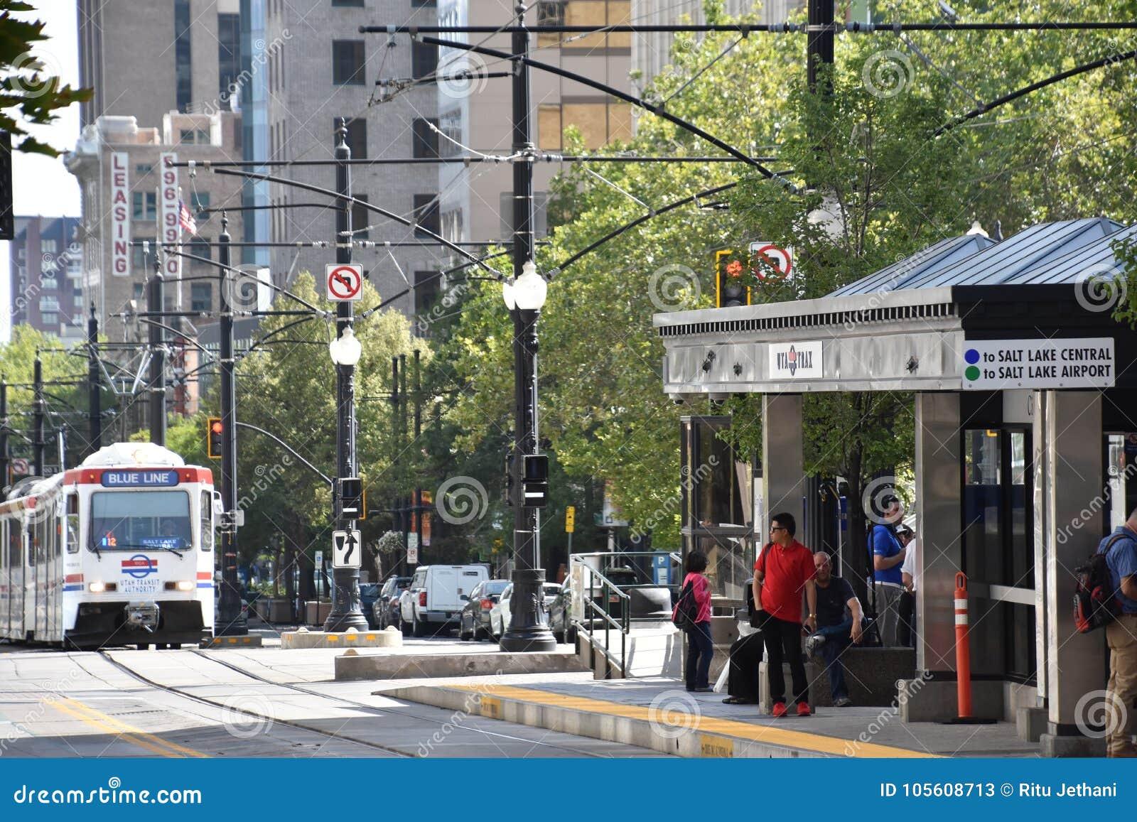 TRAX, sistema ferroviário da luz do ` s da autoridade do transporte de Utá, em Salt Lake City do centro