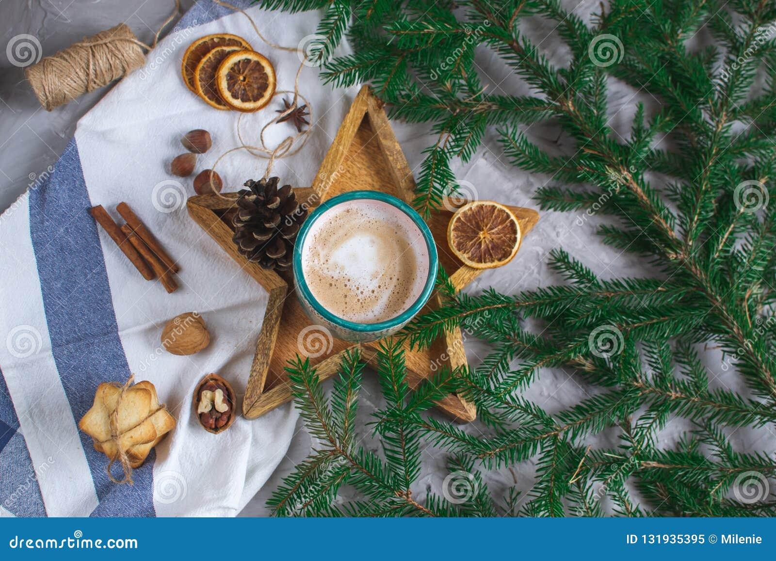 Tray Star Cup de madeira com humor do inverno do conceito do ano novo da decoração das cookies da manhã de Natal do cappuccino do