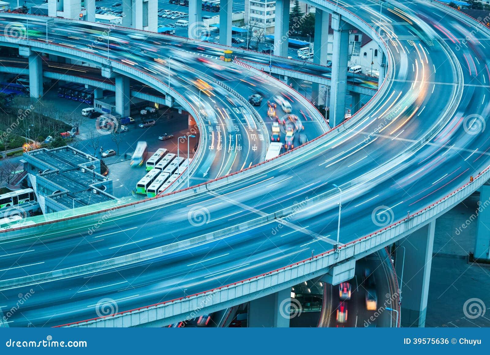 Trayectoria del vehículo en el acercamiento del puente