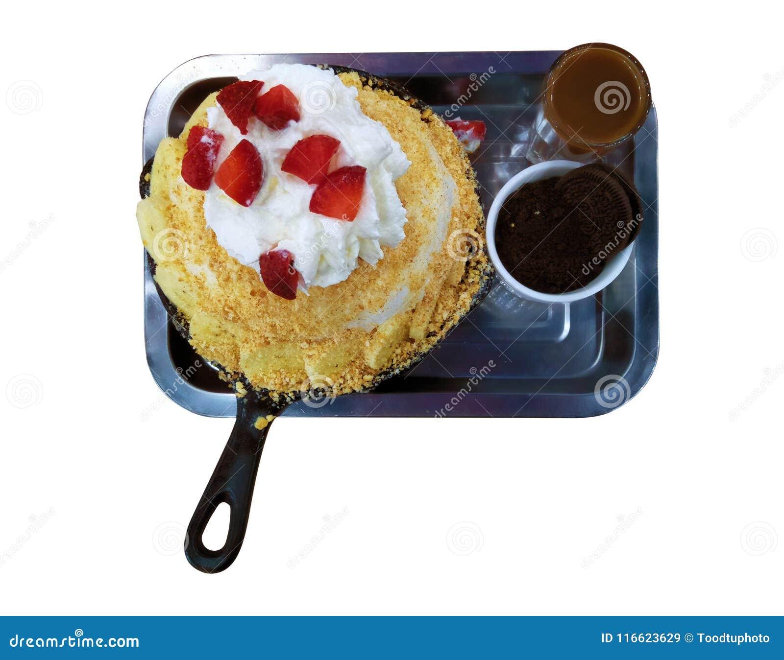 Trayectorias de recortes, cierre encima del helado de la visión superior, vainilla del azote y fresa poner crema