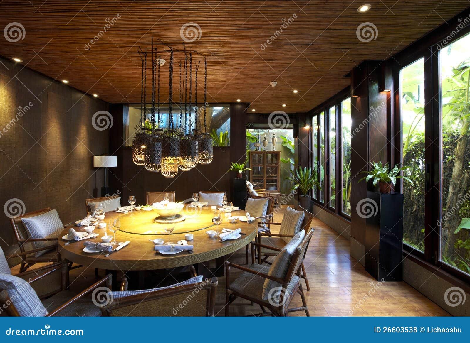 Elegant vardagsrum med spisen arkivfoto   bild: 47533780