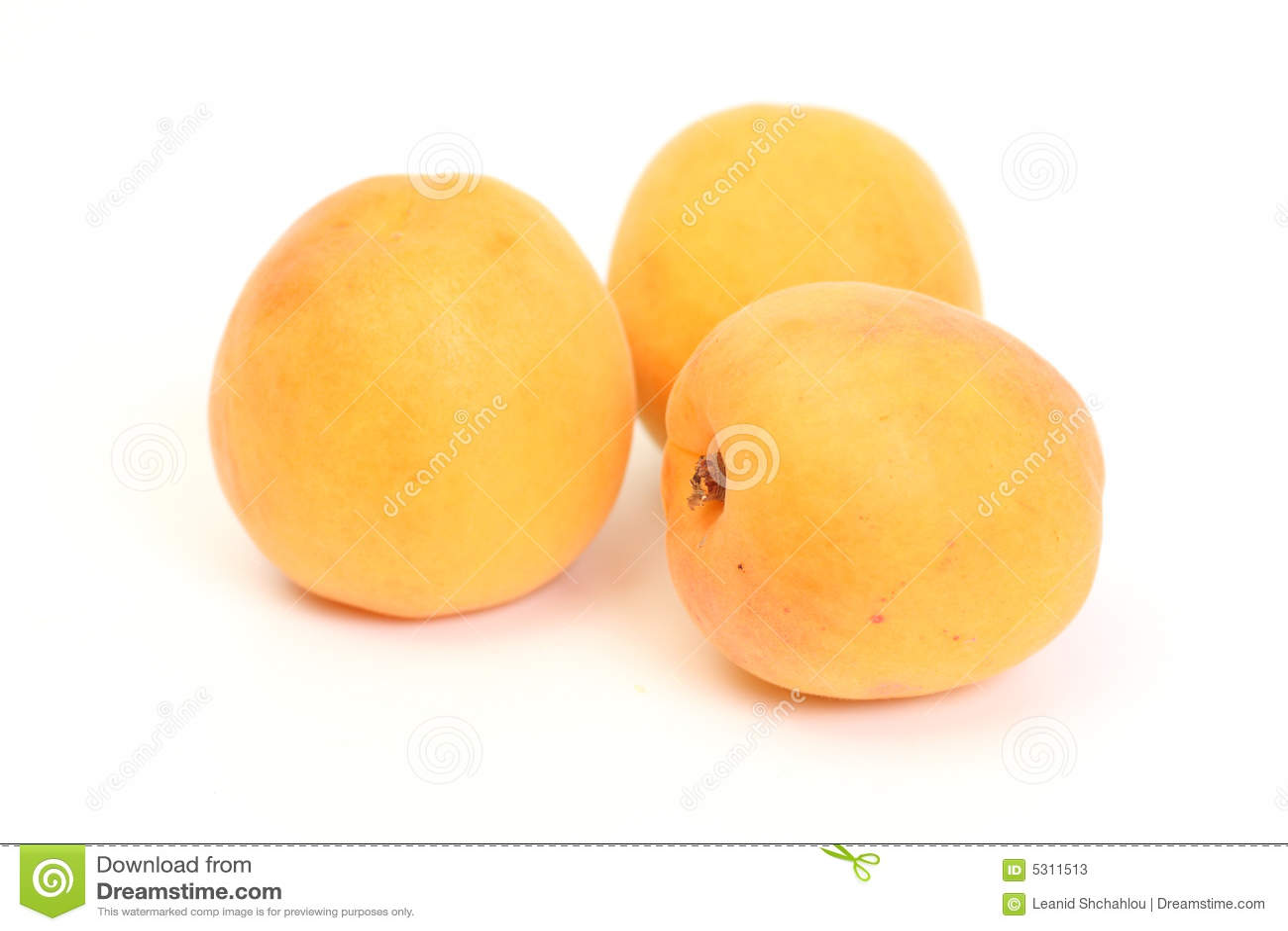 Download Tre albicocche immagine stock. Immagine di vegetariano - 5311513