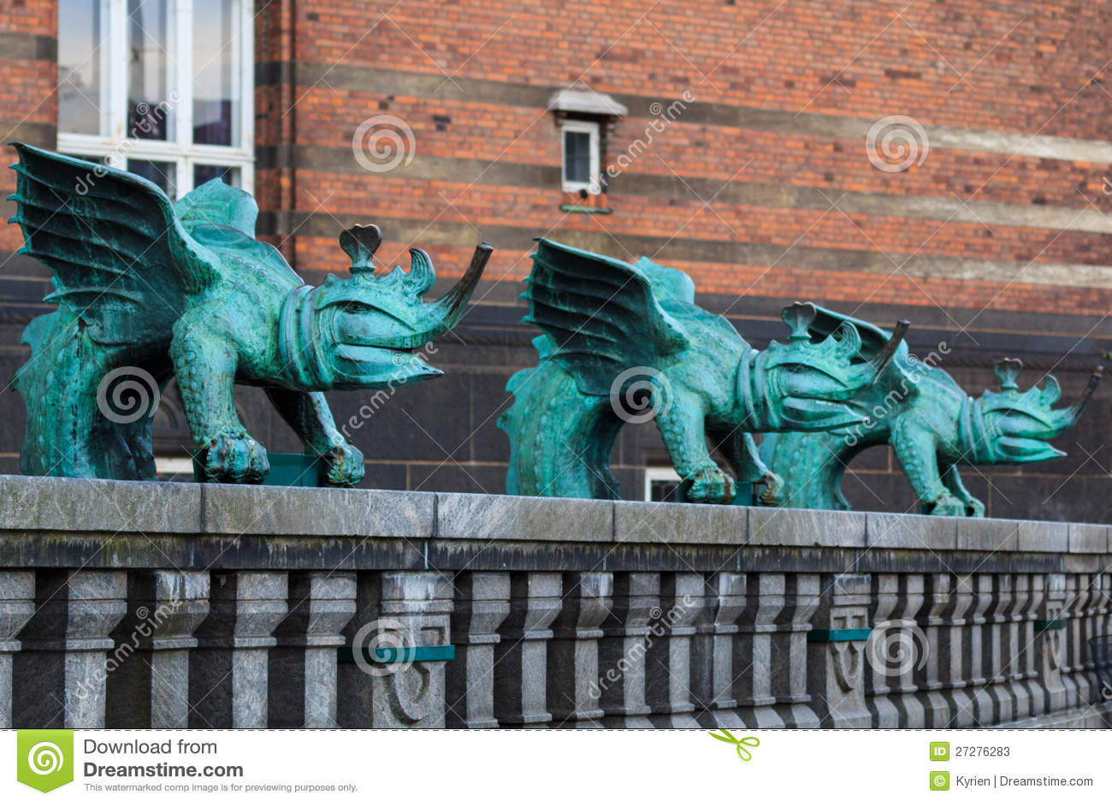 Tre bronze drakar