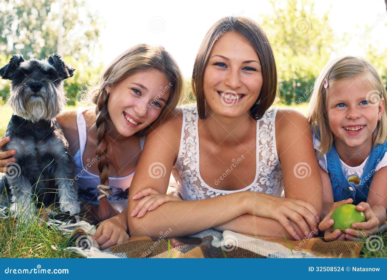 Tre flickor och en hund