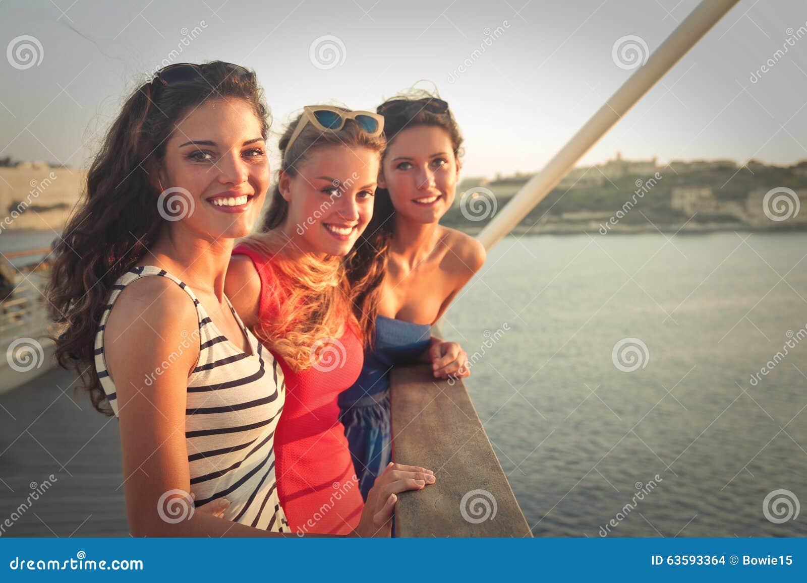 Tre flickor på semester
