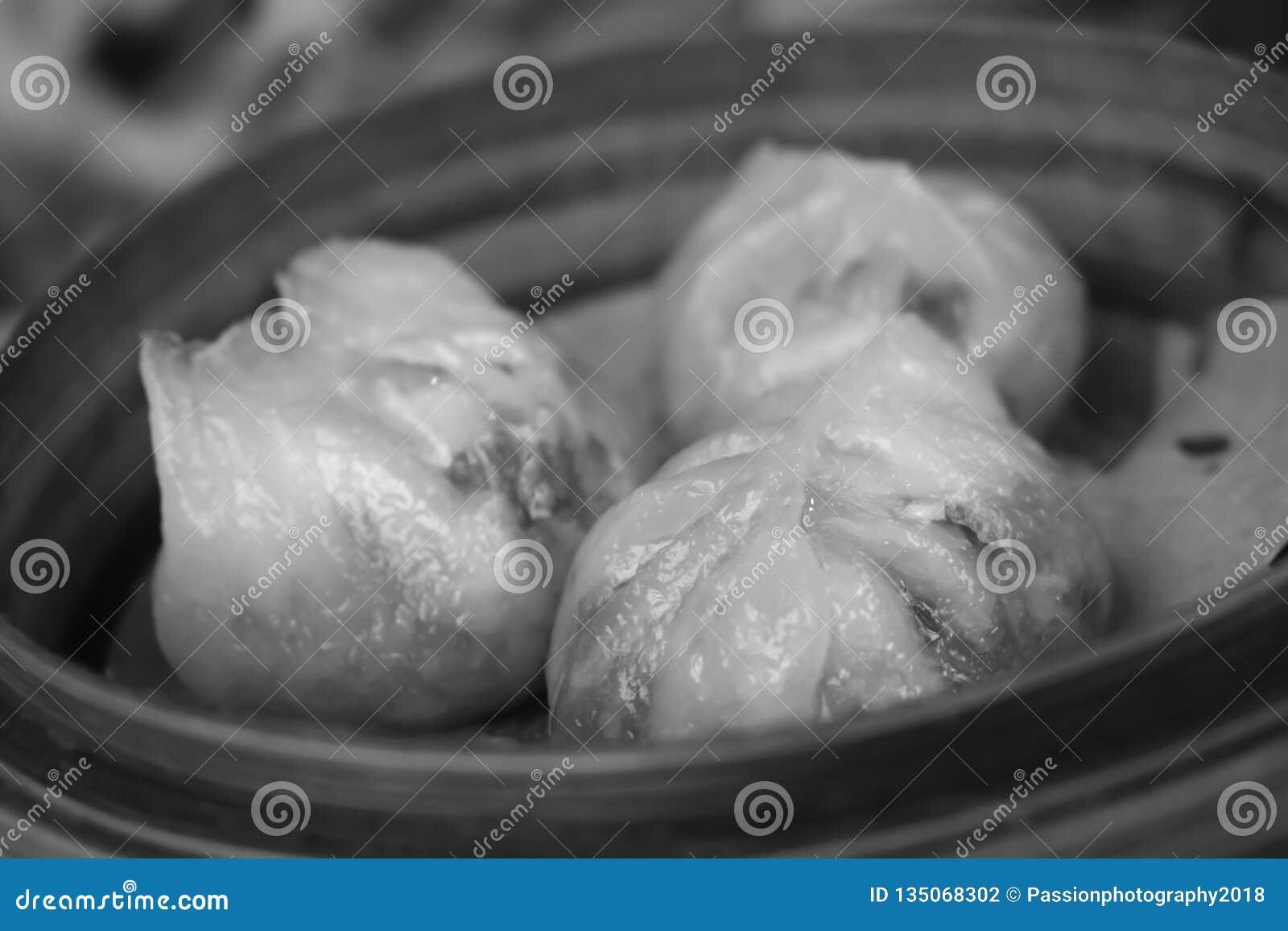 Tre gnocchi del vapore di dim sum in Hong Kong