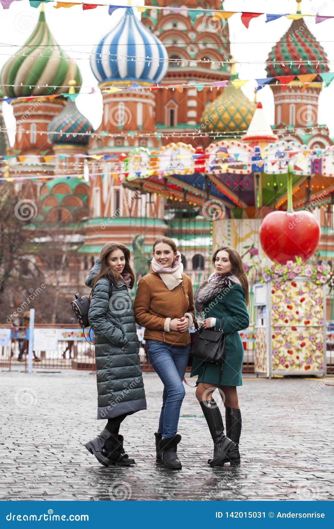 Tre lyckliga härliga flickvänner