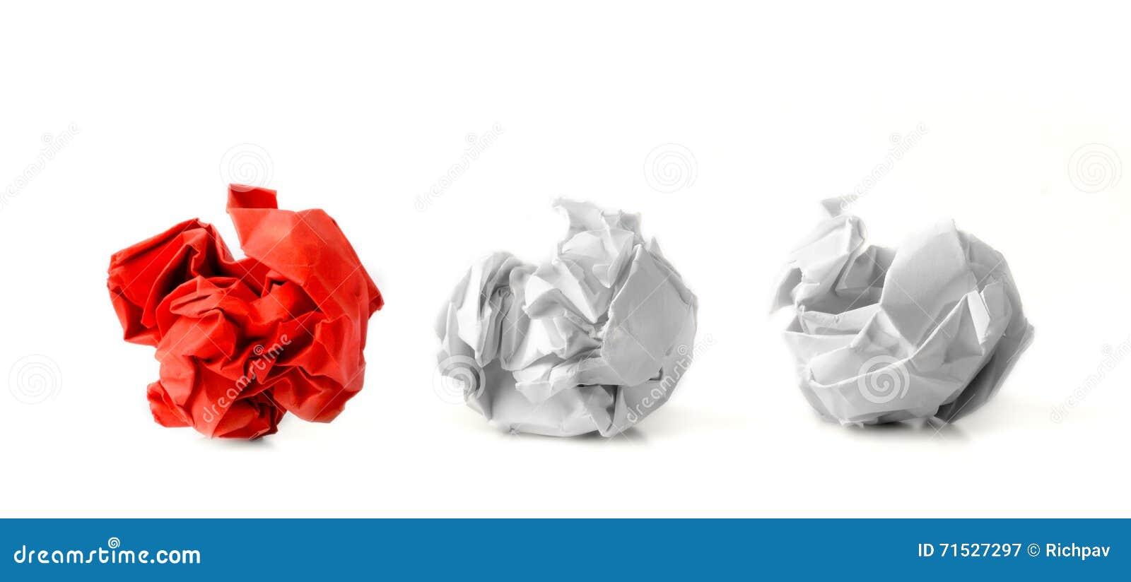Tre pappers- bollar i rad