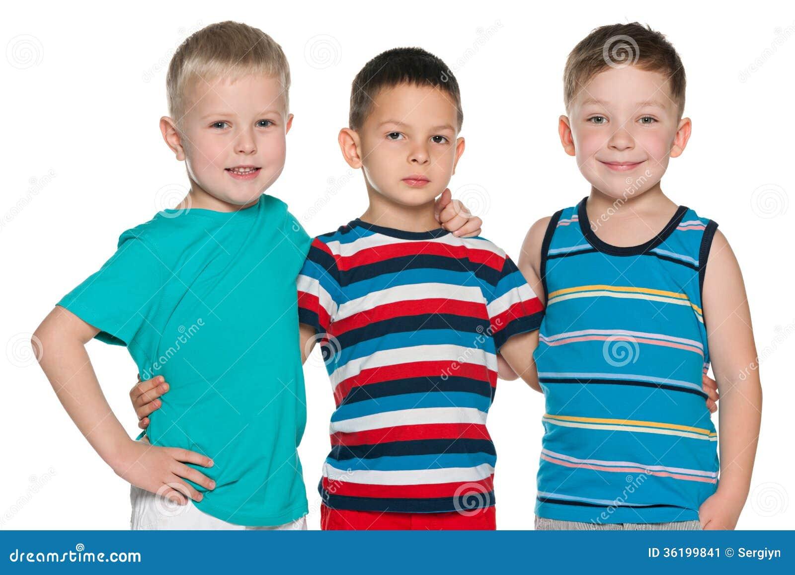 Tre ragazzini allegri