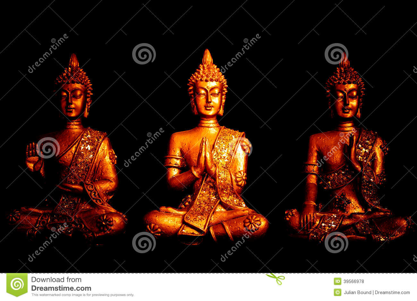 Tre satues av Buddha