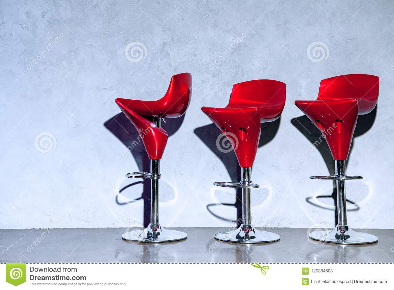 Sgabelli rossi stock images photos