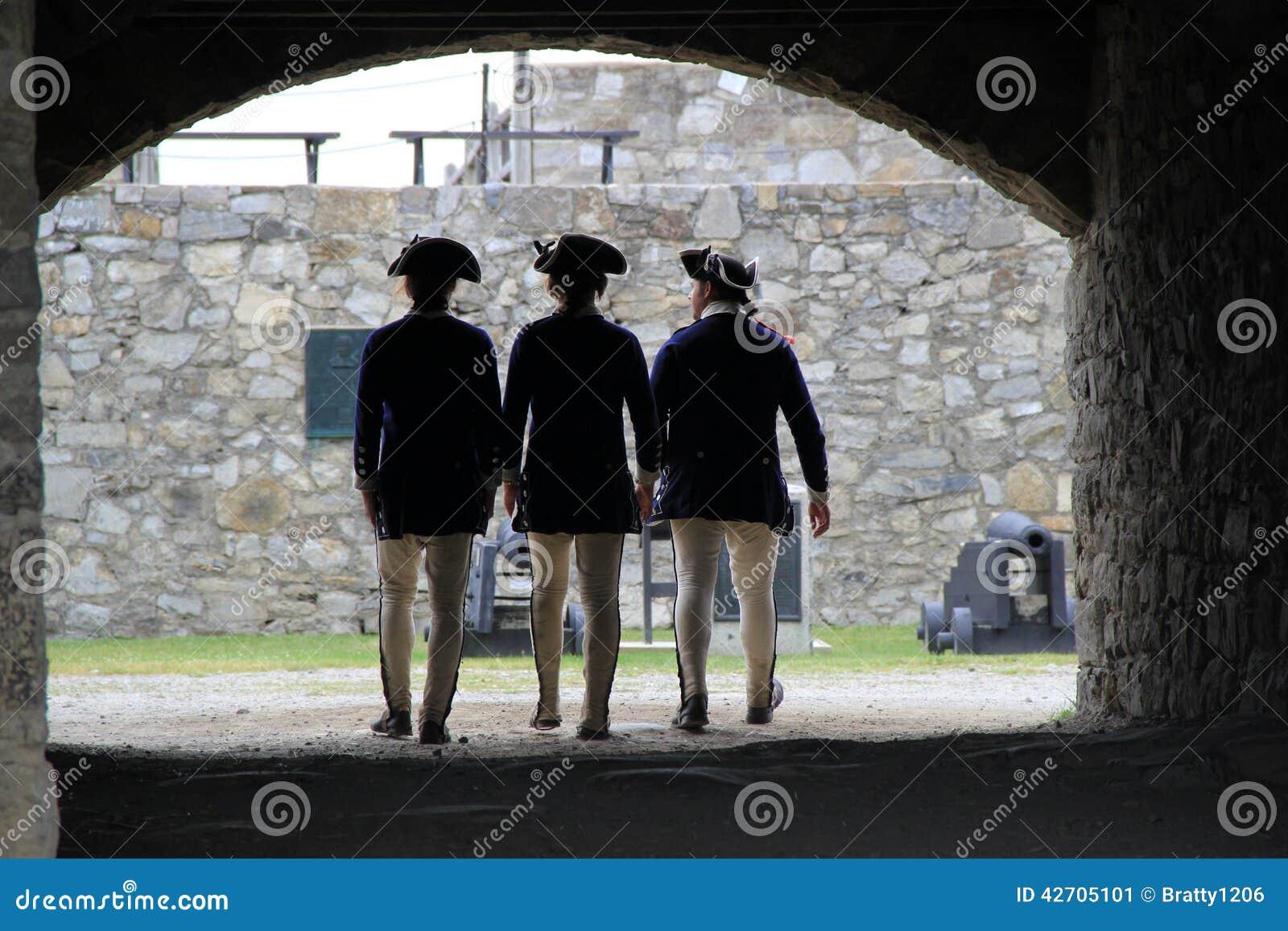 Tre unga soldater som tillsammans står, fort Ticonderoga, 2014