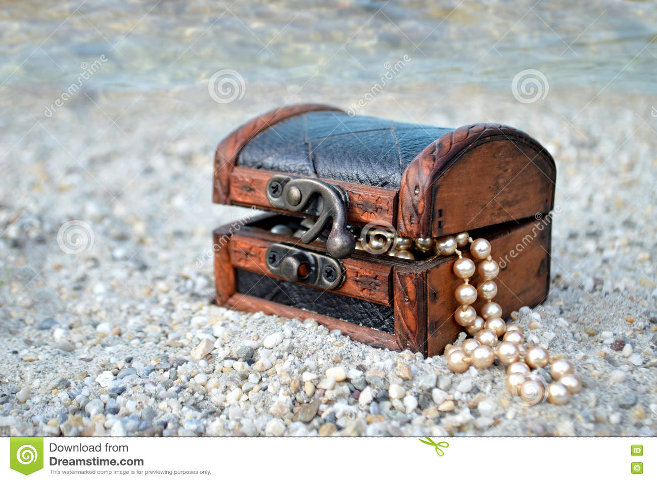Toy Treasure Chest Beach : Treasure chest on the beach stock image