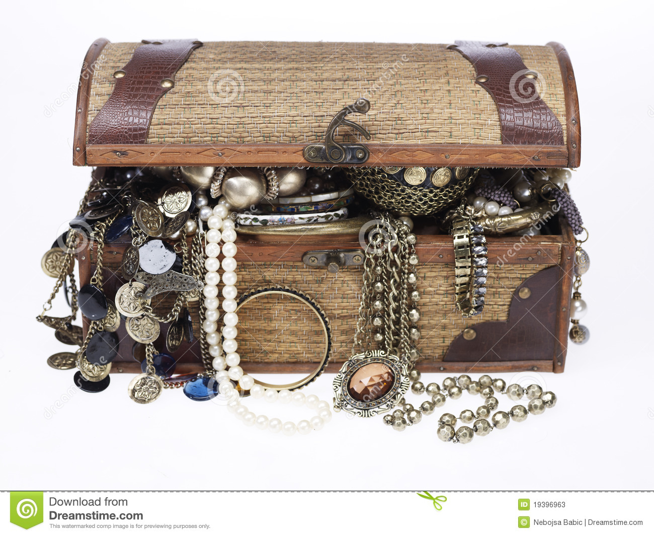 Treasure Chest With Lots Of Jewelry Stock Image