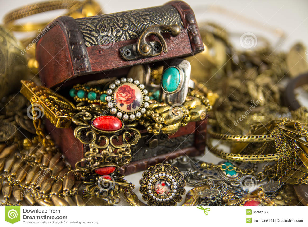 Treasure Chest Royalty Free Stock Photography - Image: 35382627: www.dreamstime.com/royalty-free-stock-photography-treasure-chest-s...