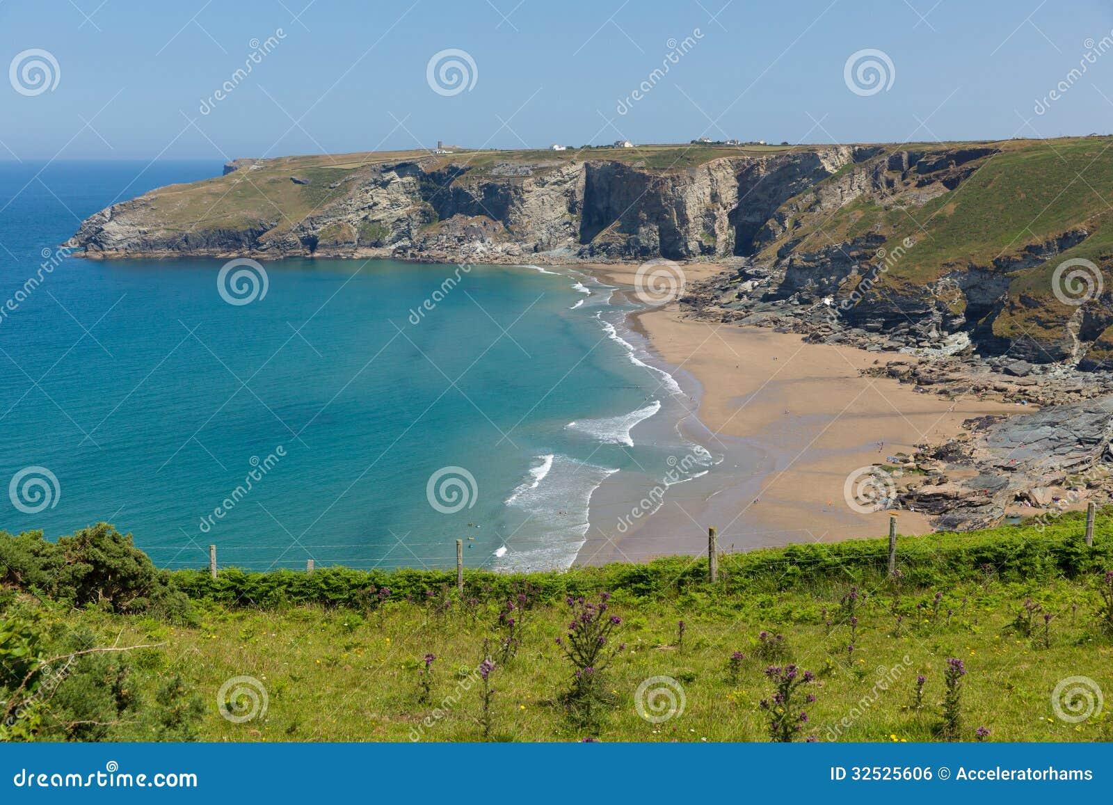 Trebarwith trådstrand och fjärd Cornwall nära Tintagel