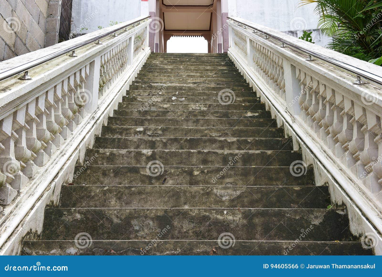 Treden tot de tempel, Thailand, een gebouw toegewijd die aan de verering, of als woningsplaats wordt beschouwd, of