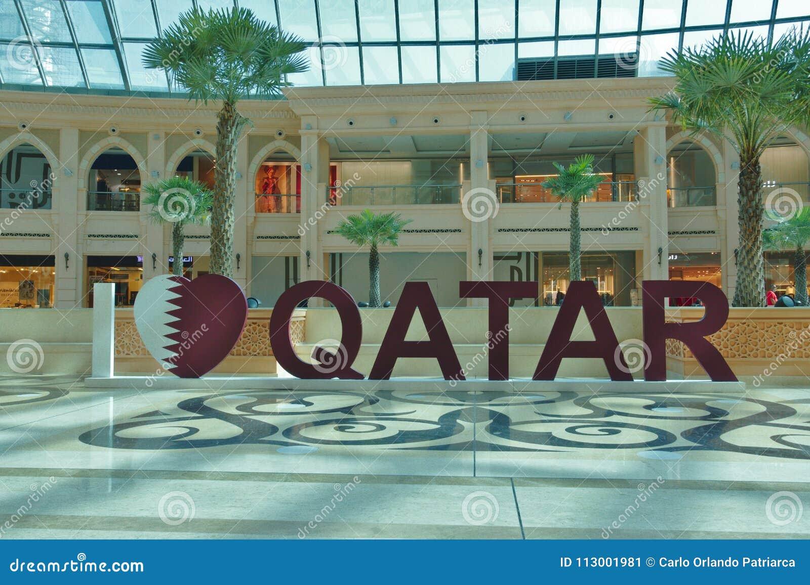 Tredimensionell handstil` älskar jag Qatar ` i en av de många köpcentren i Doha, Qatar