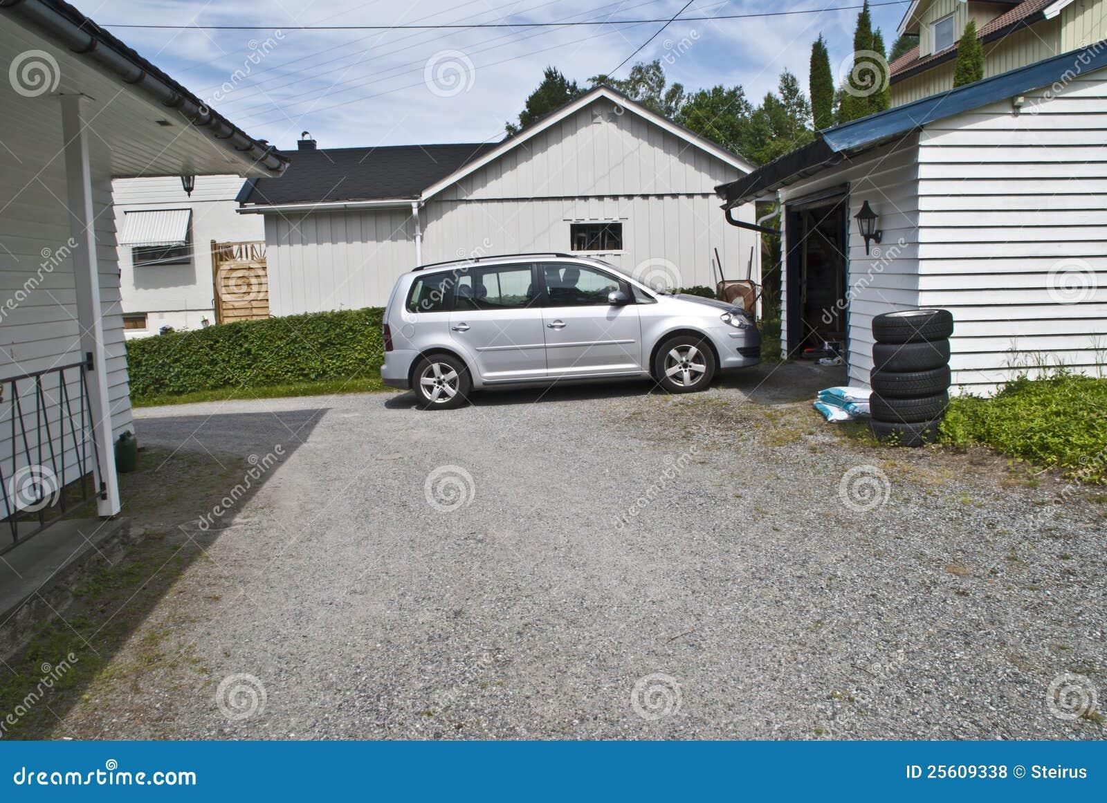 Fußboden Garage ~ Treiben sie das auto in die garage an stockfoto bild von fußboden