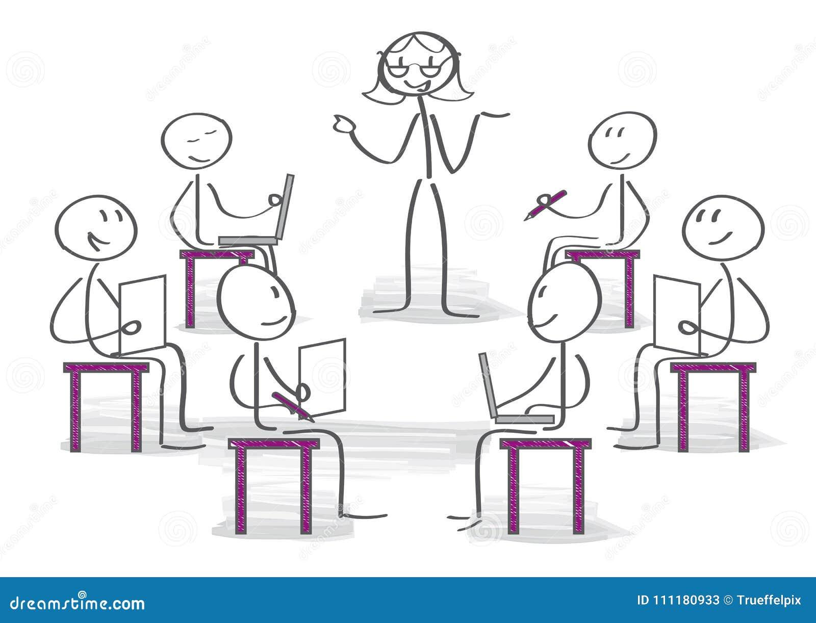 Treinador fêmea que explica suas ideias aos colegas no seminário