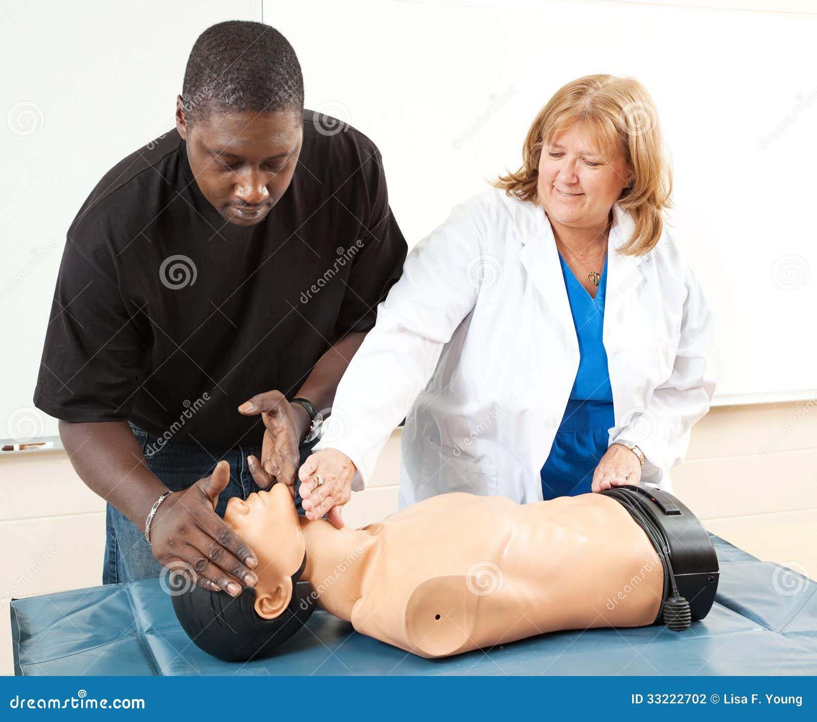 Treinamento do CPR - ensino para adultos
