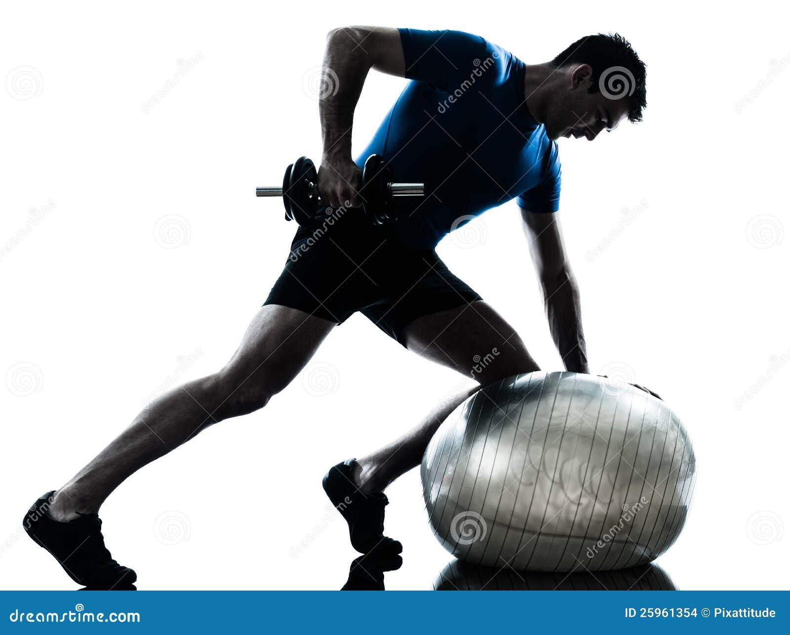 Treinamento do peso de exercício do homem