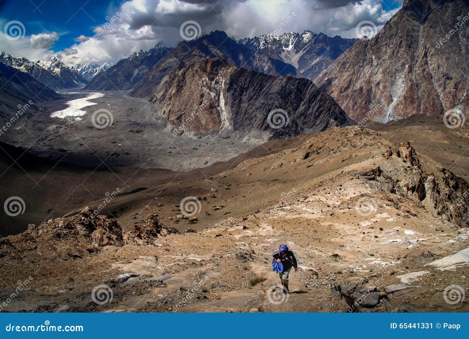 Trekker e geleira de Batura