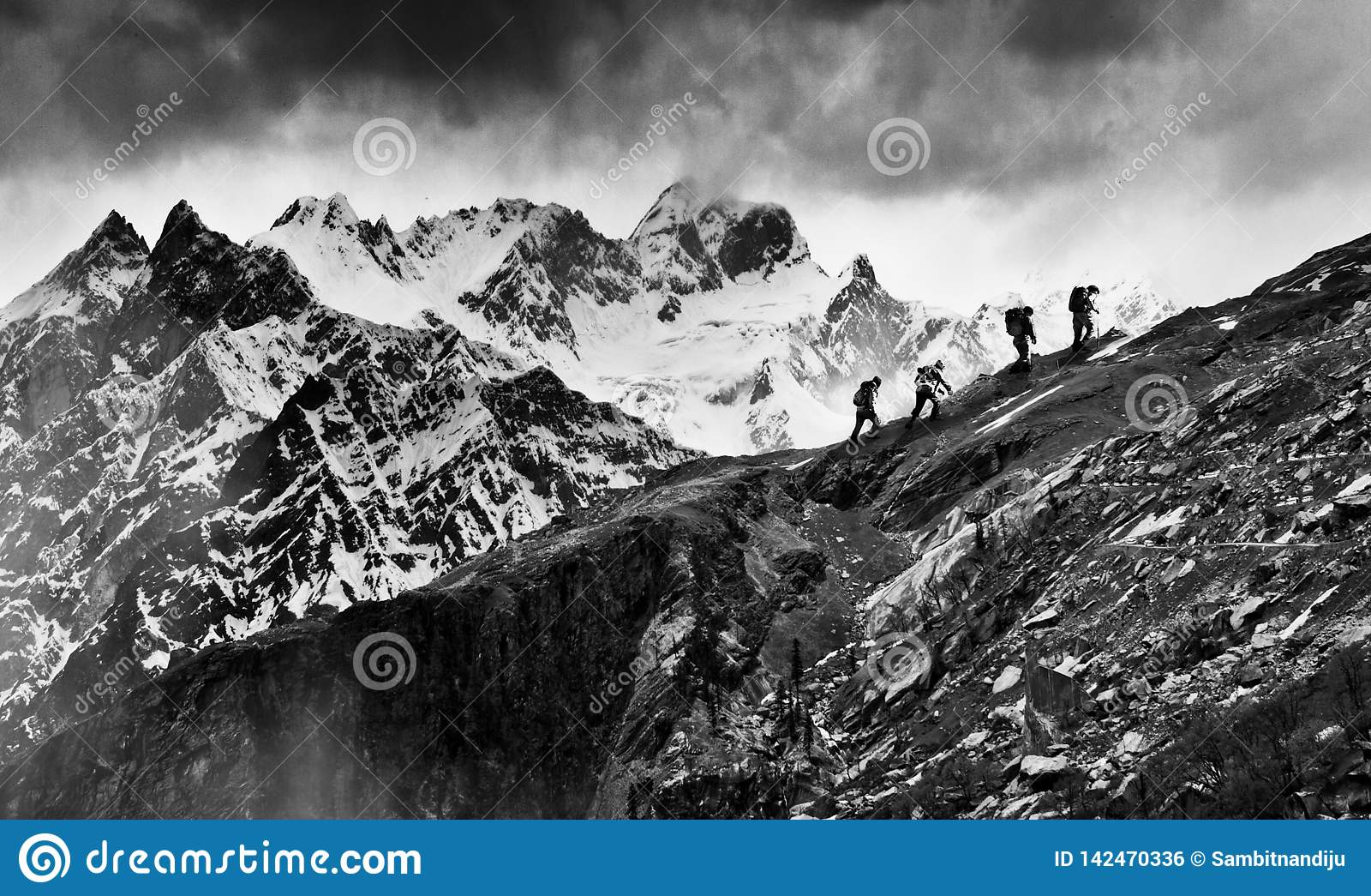 Trekkers przy himalaje