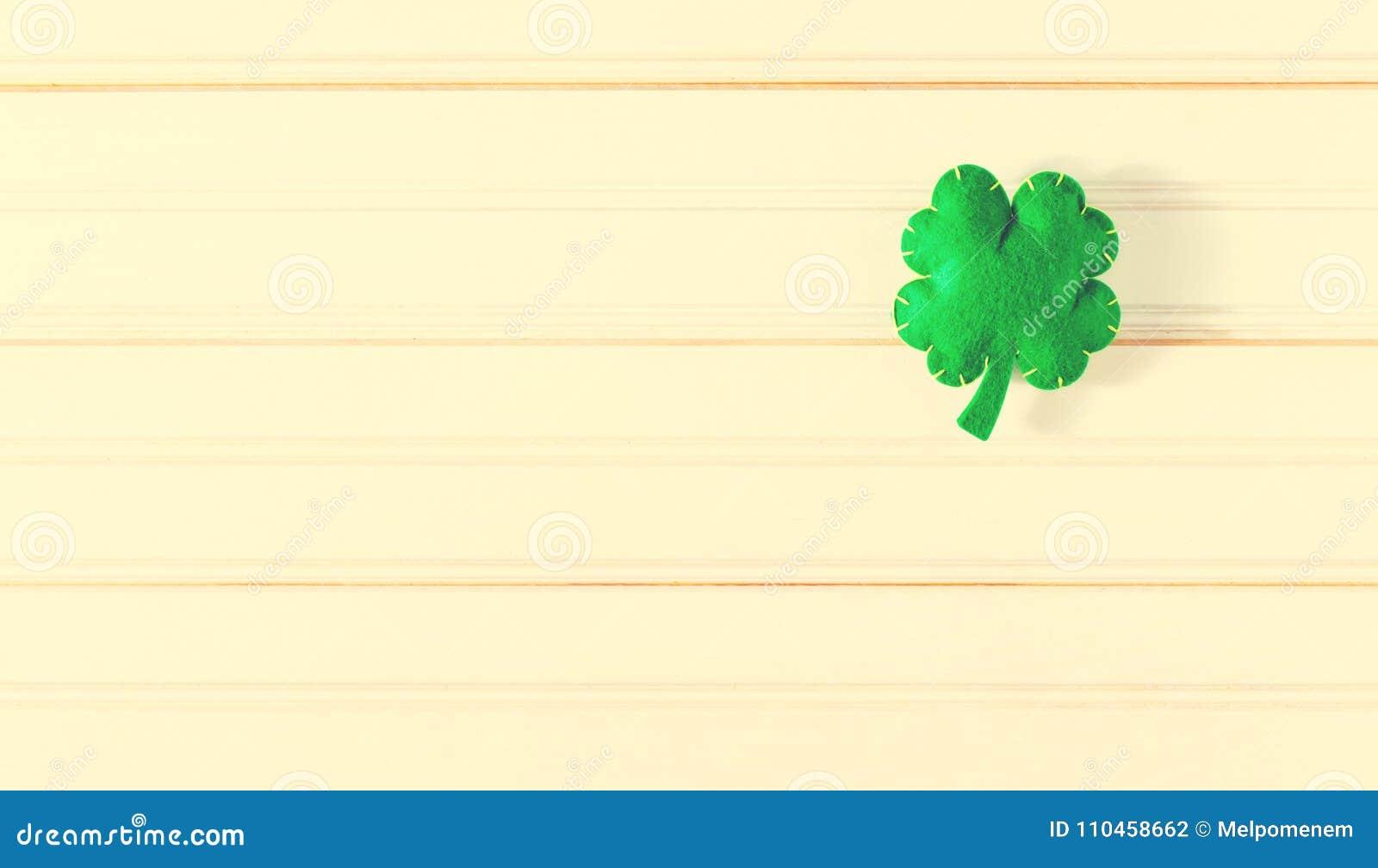 Treklöverer för dag för St Patrick ` s
