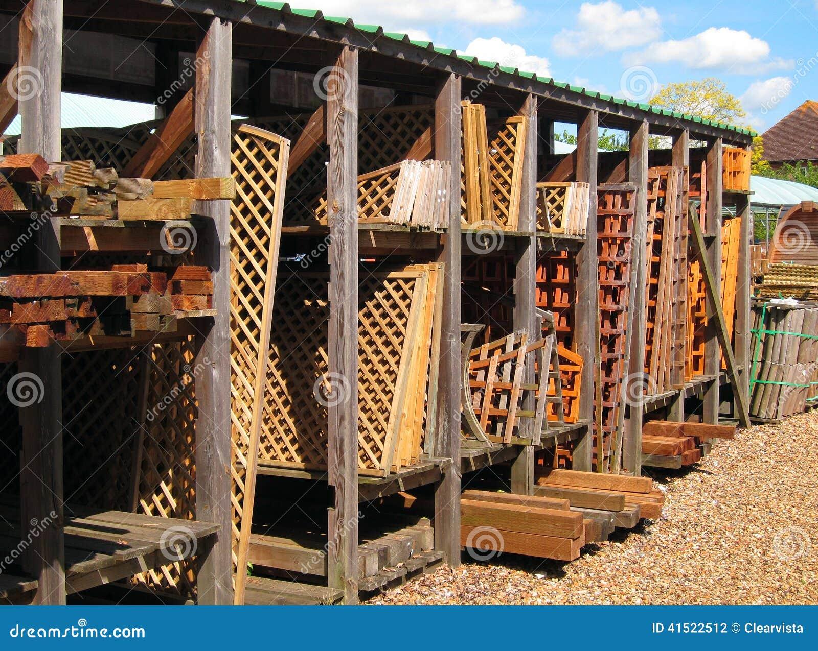 Treliça De Madeira Ou Cerco Para A Venda Foto de Stock Imagem  #0978C2 1300x1053
