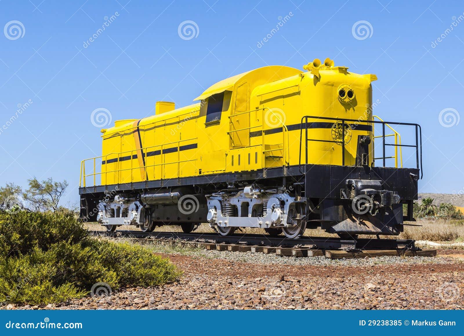 Download Trem amarelo imagem de stock. Imagem de industrial, closed - 29238385