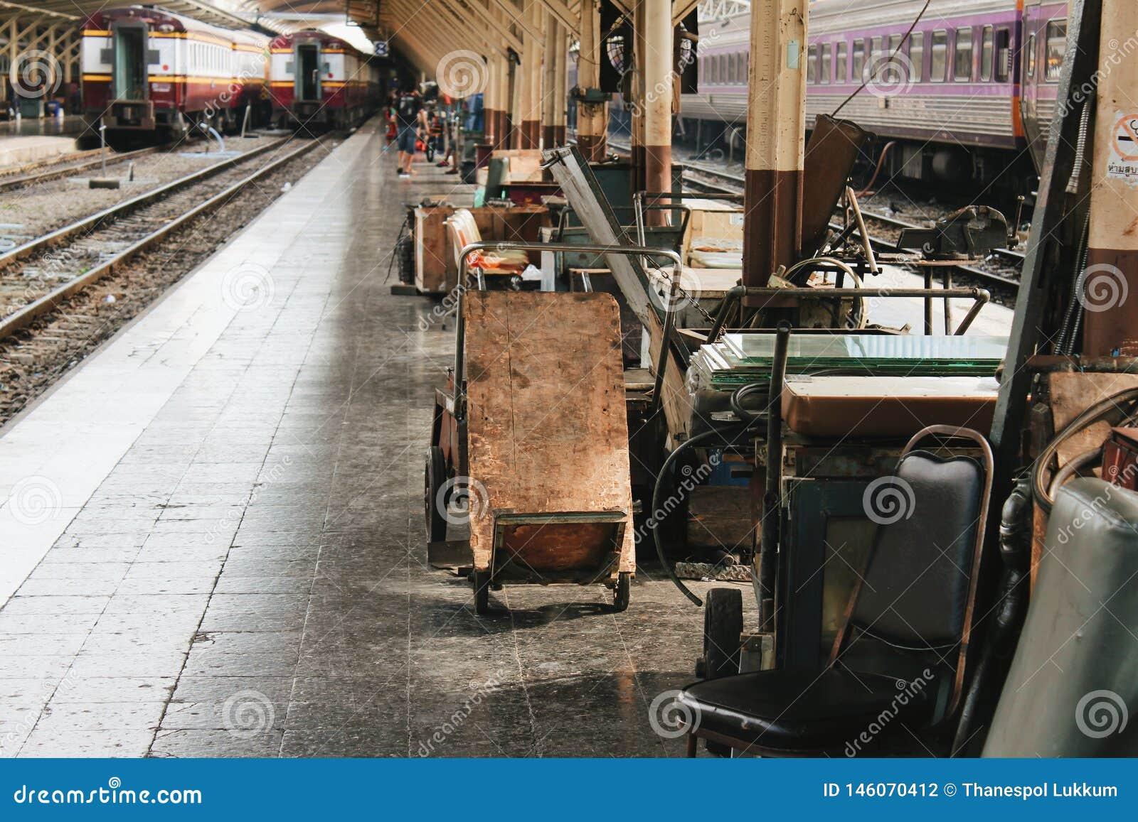 Trem da estação de trem dentro da vista