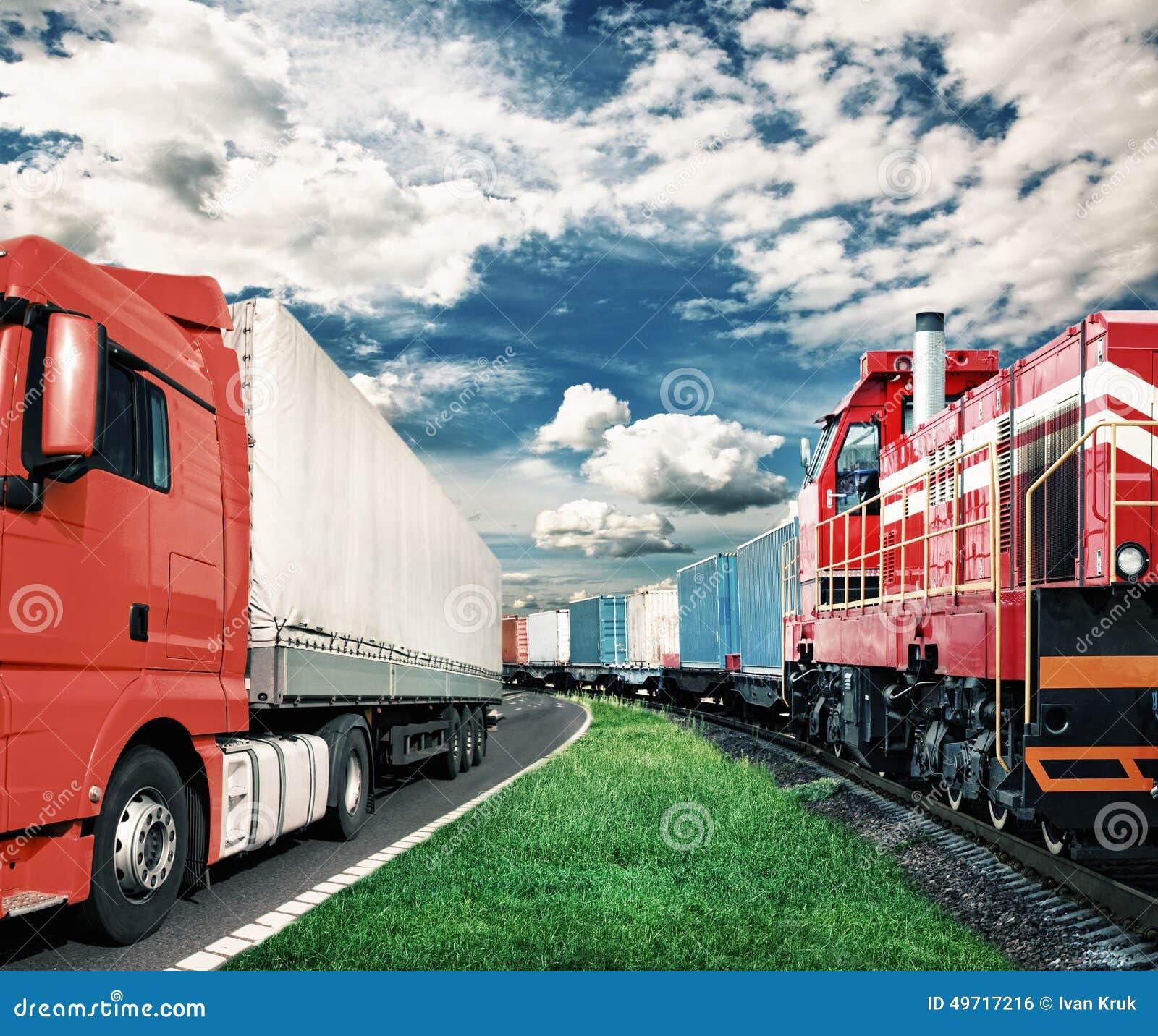 Trem de mercadorias e caminhão - conceito do transporte