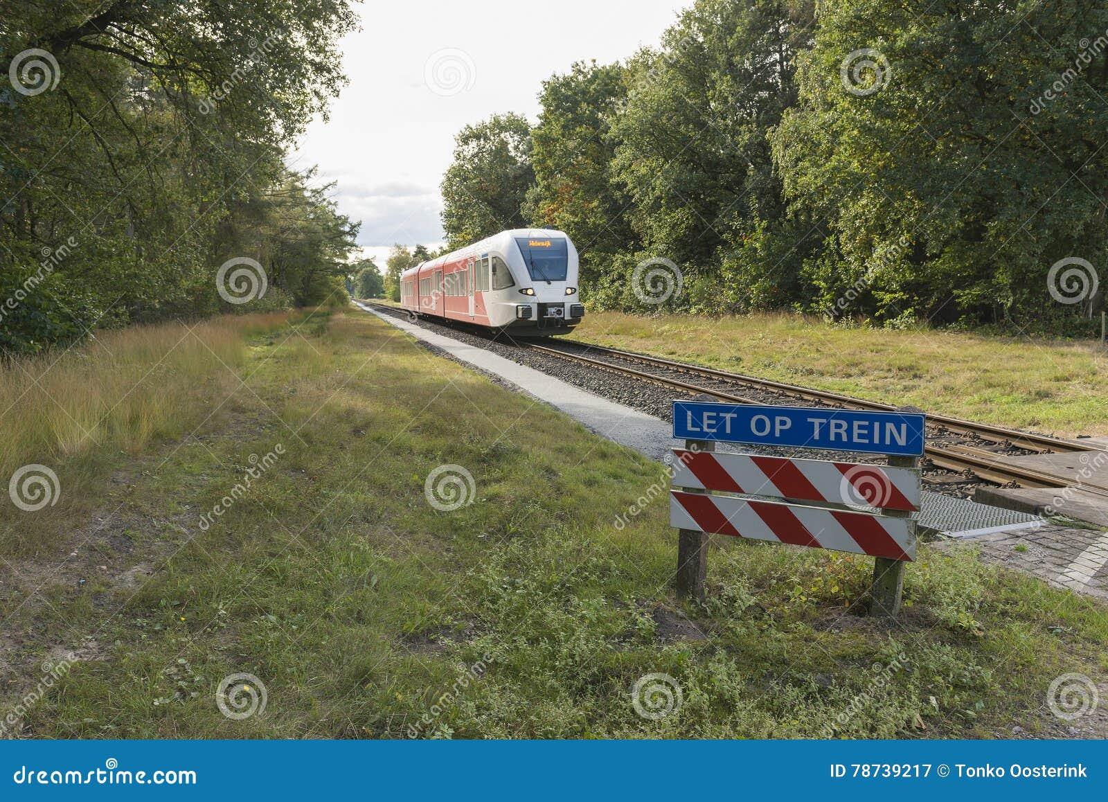Trem diesel na região de Achterhoek entre Aalten e invernos