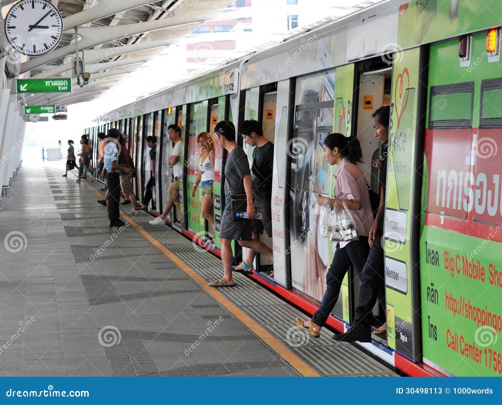 Trem em uma estação