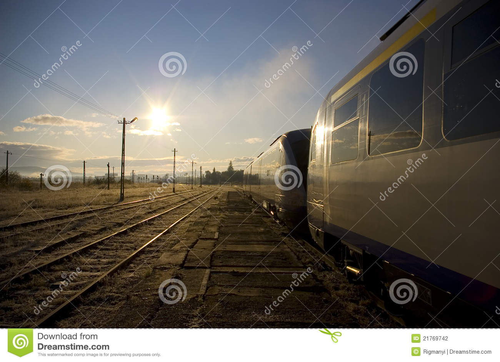 Trem em uma estação de comboio