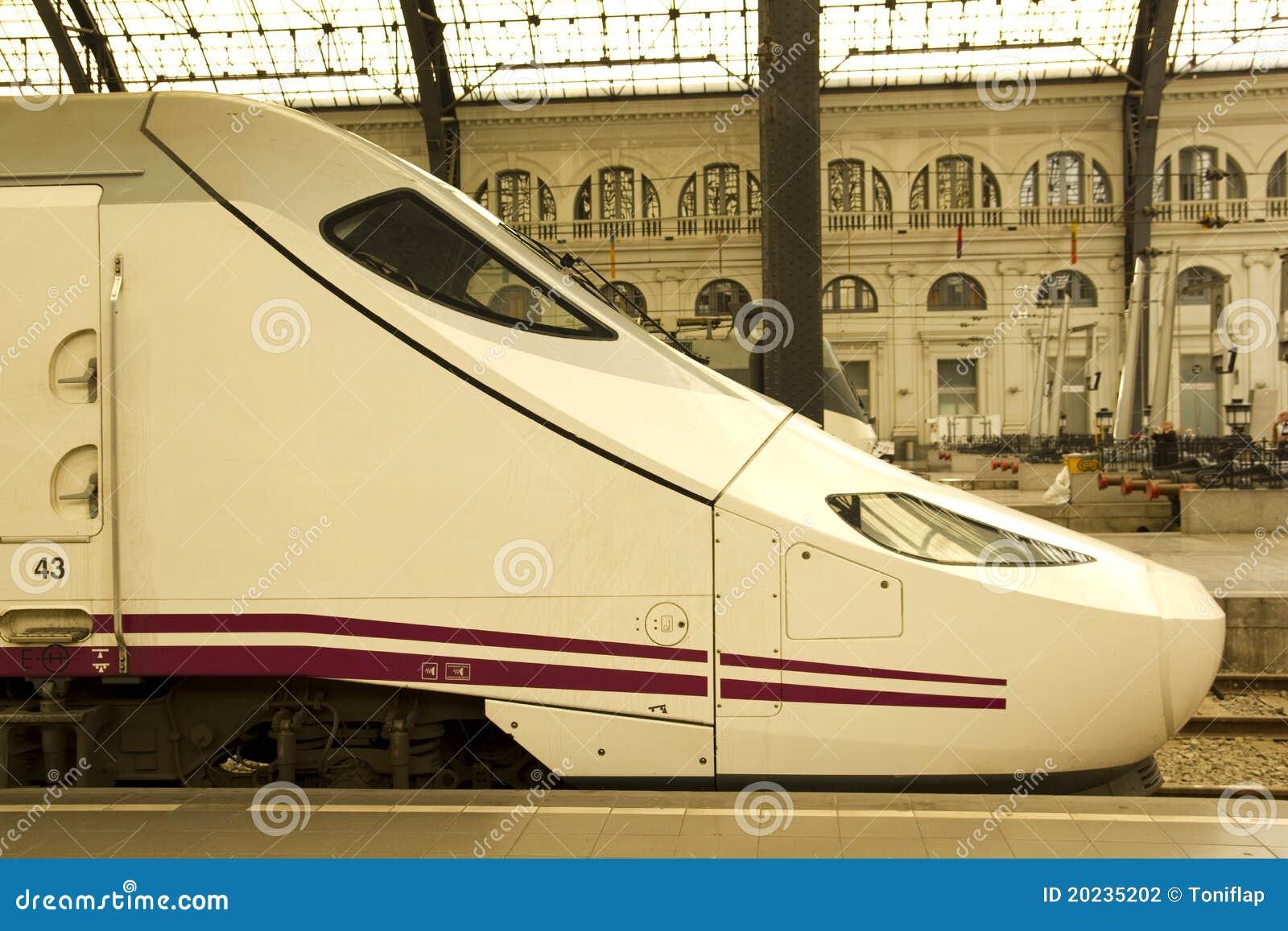 Trem na estação de comboio