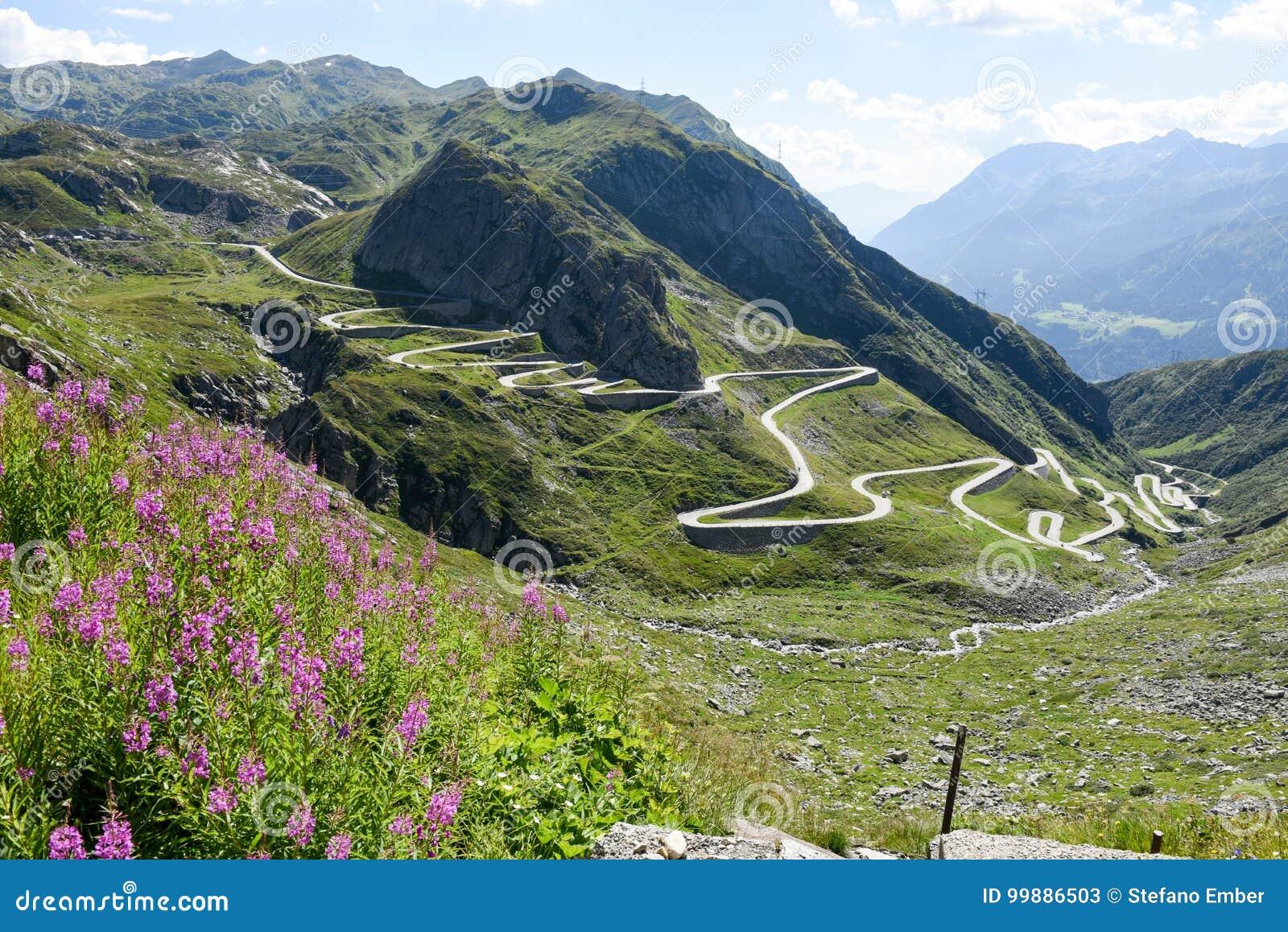 Tremola oude weg die tot St Gotthard pas leidt