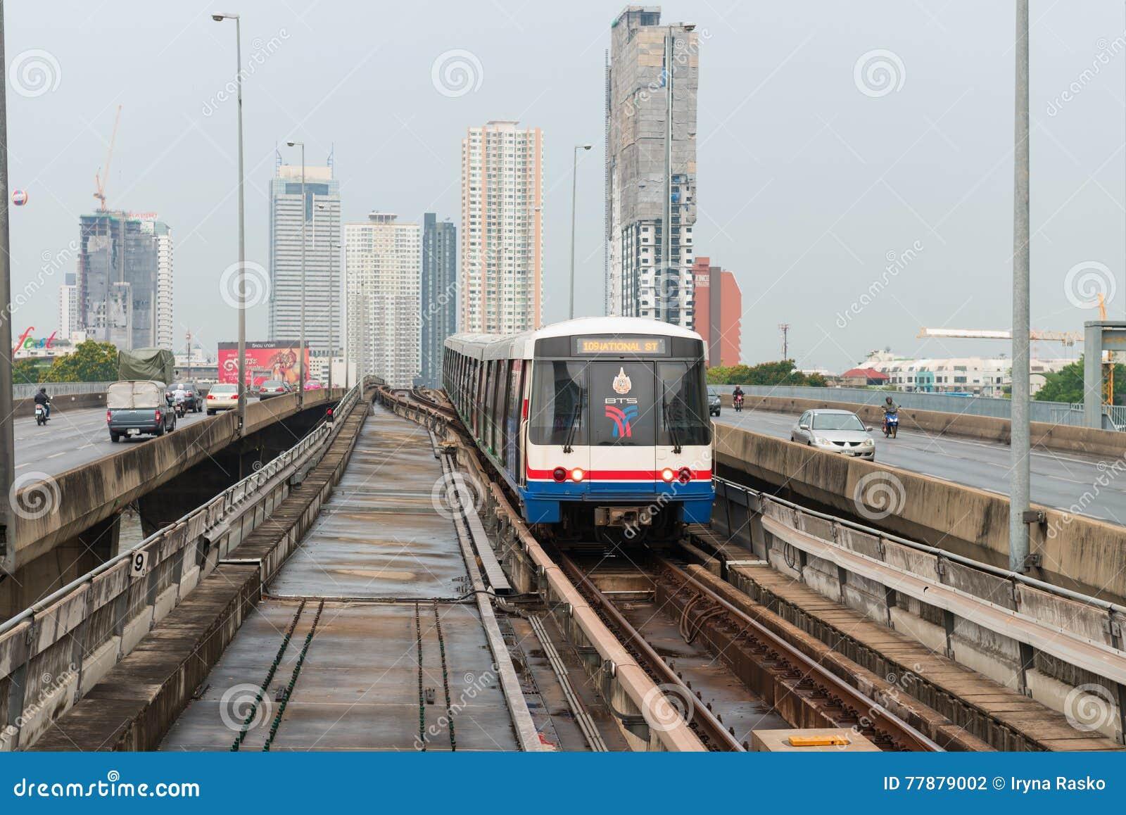 Tren De Cielo Del BTS, Un Sistema De Transporte Público Elevado En Bangk Fotografía editorial