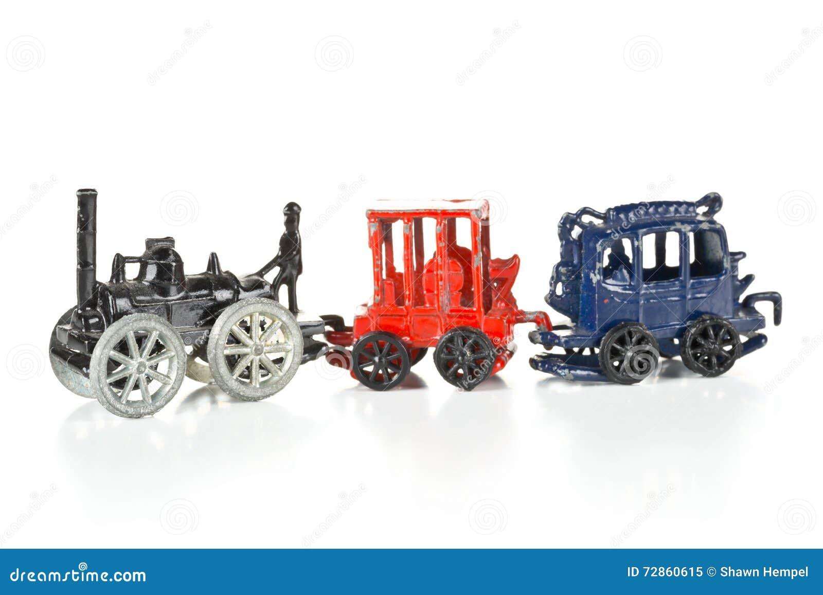 Tren Del Juguete Del Metal Con La Locomotora Y Los Carros En El