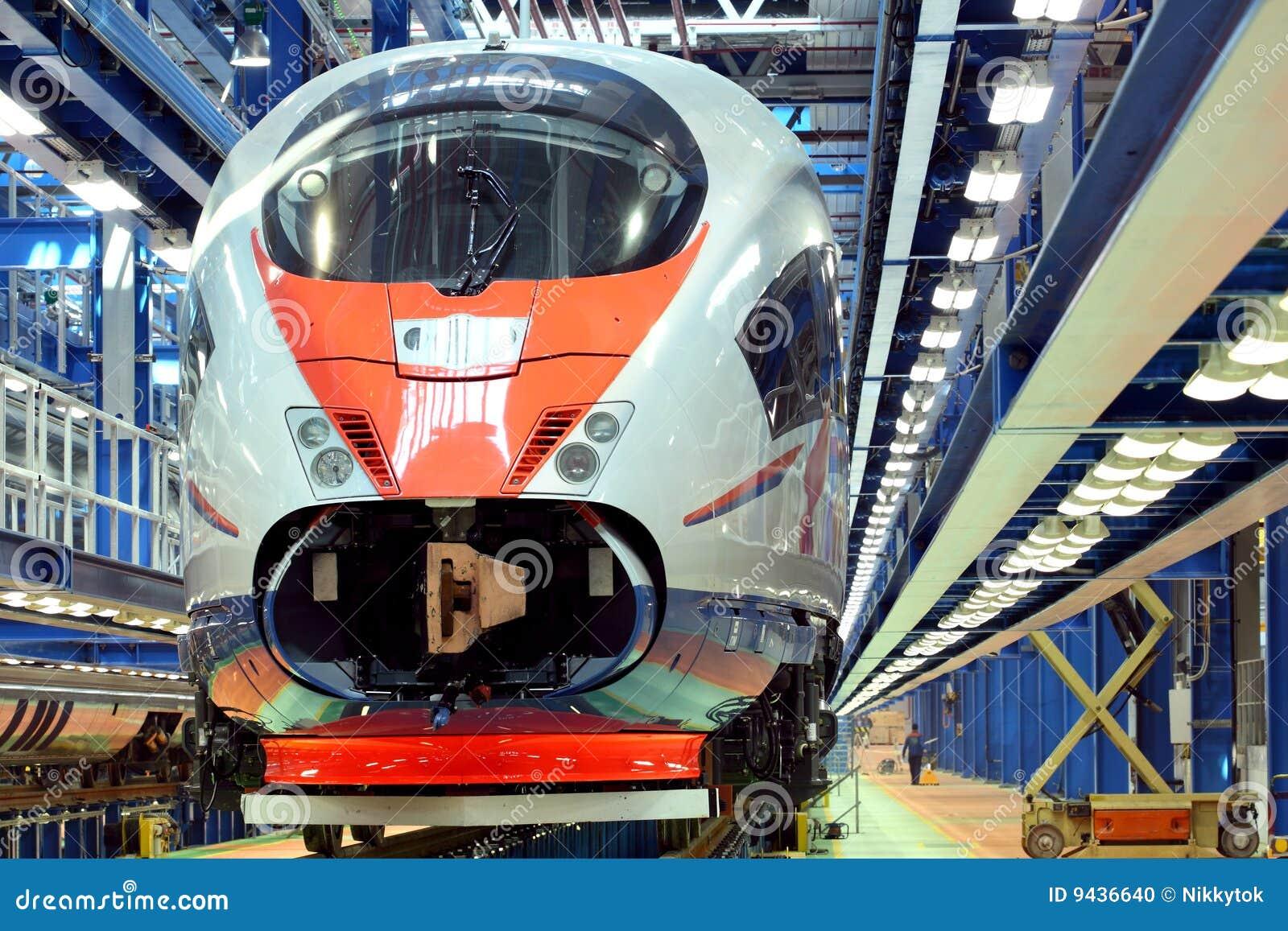 Tren en el depósito del servicio