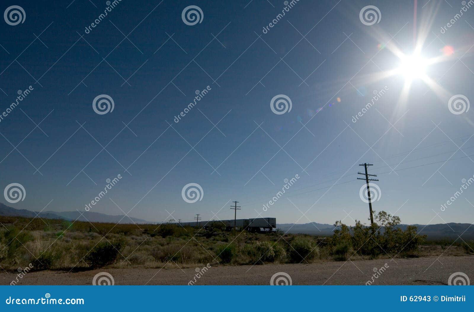 Tren en el desierto de Mojavi