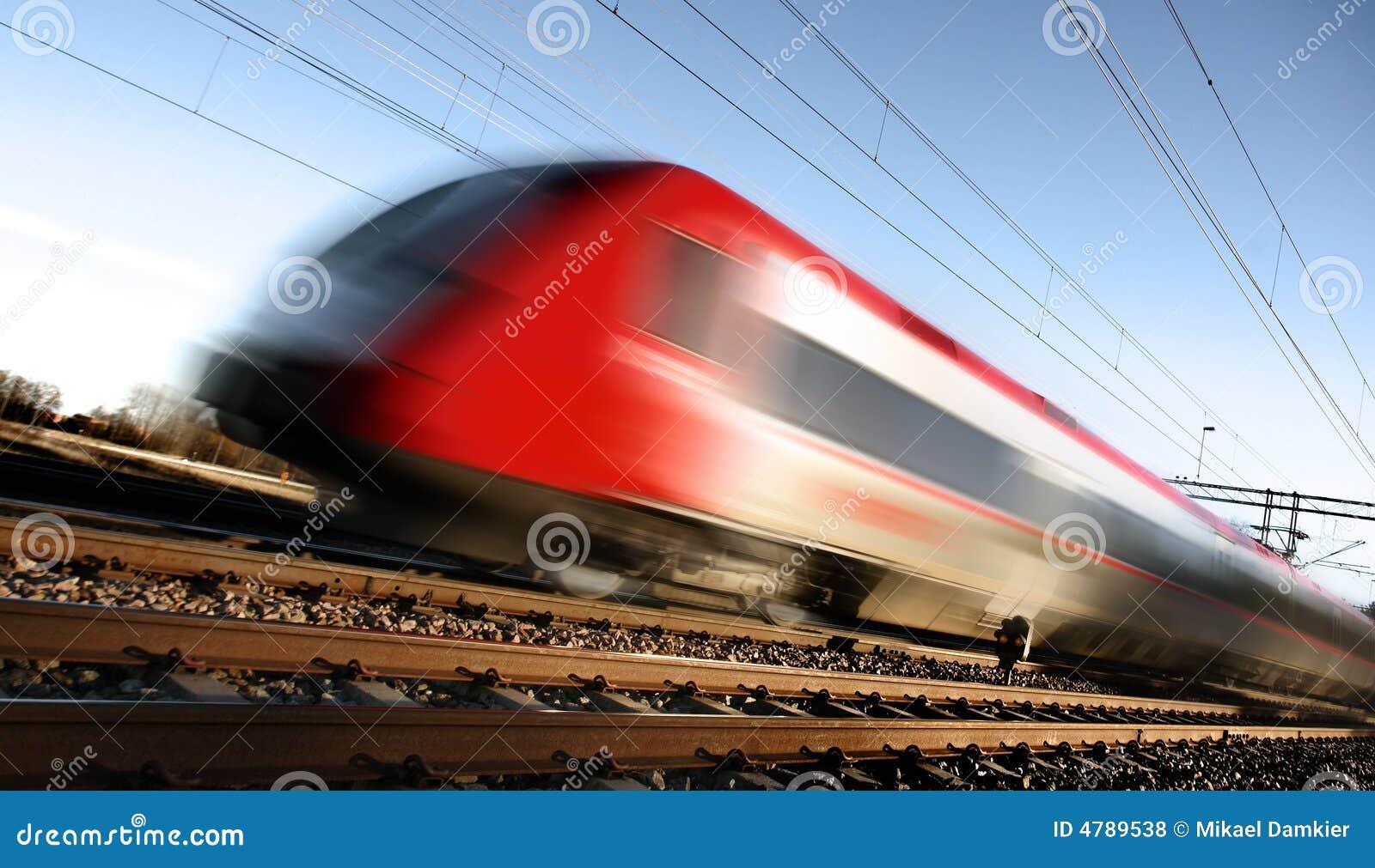 Tren rápido con la falta de definición de movimiento