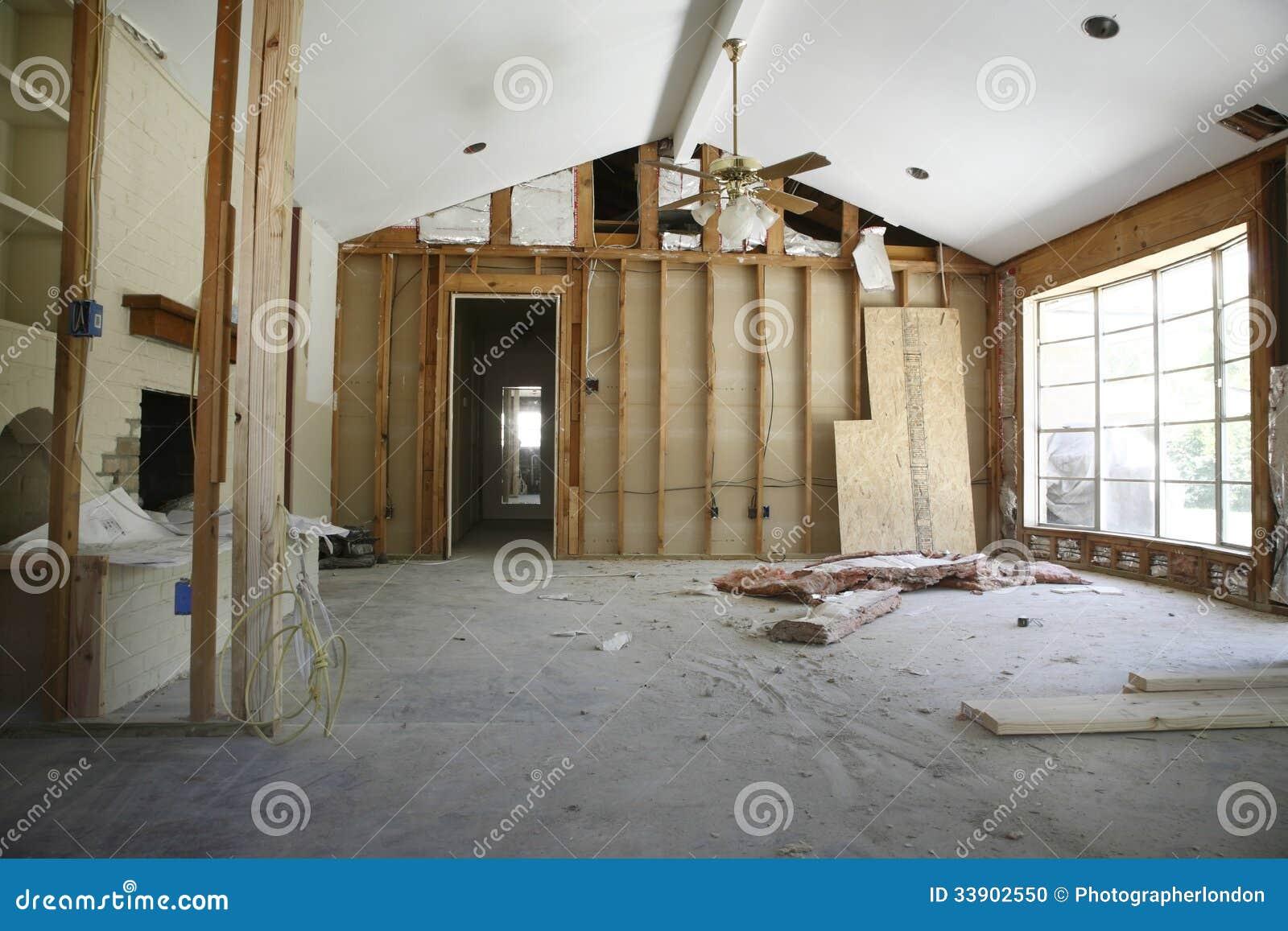Trennwand im Haus unter Erneuerung
