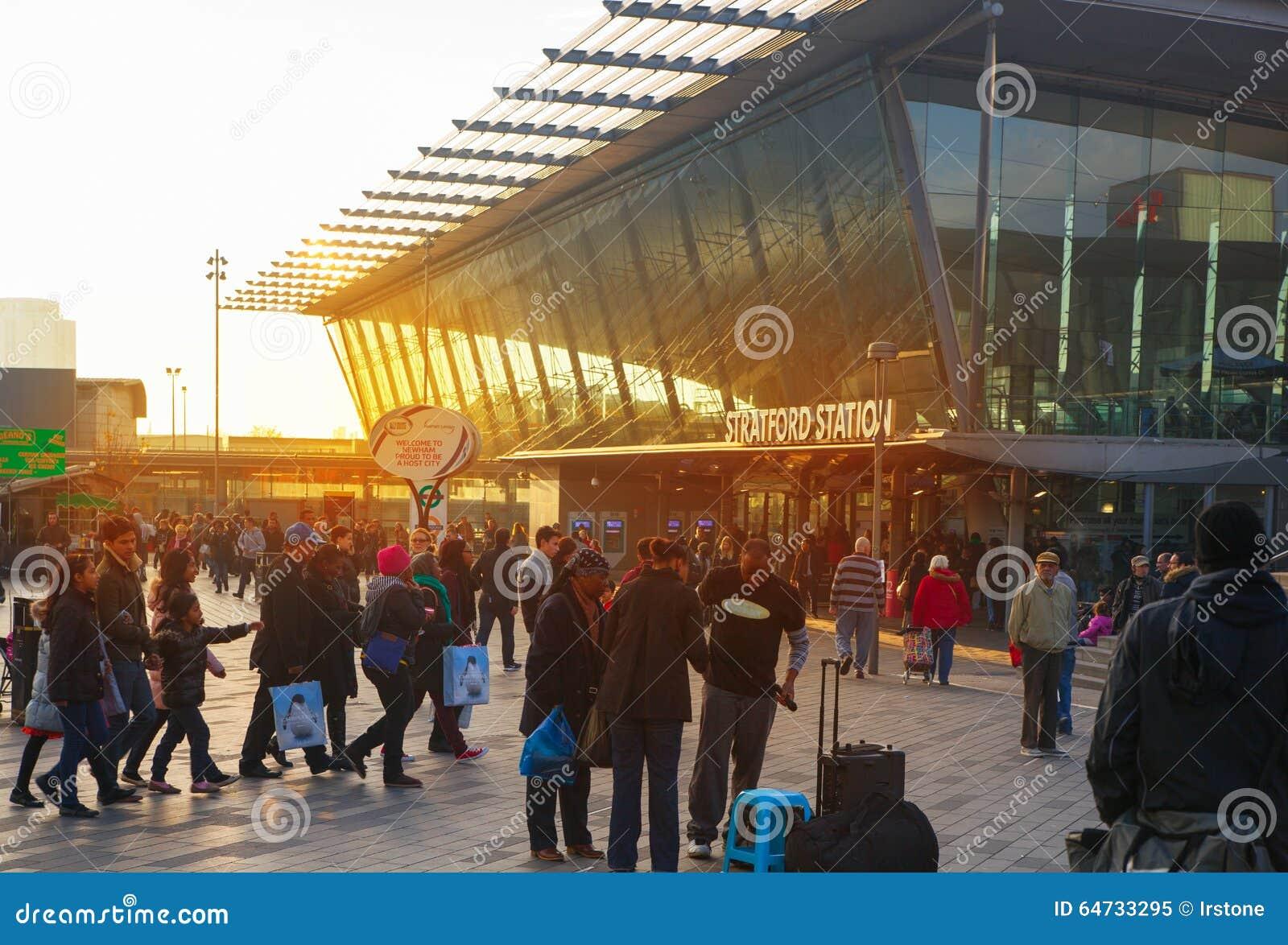 Treno di Stratford e stazione della metropolitana internazionali, Londra