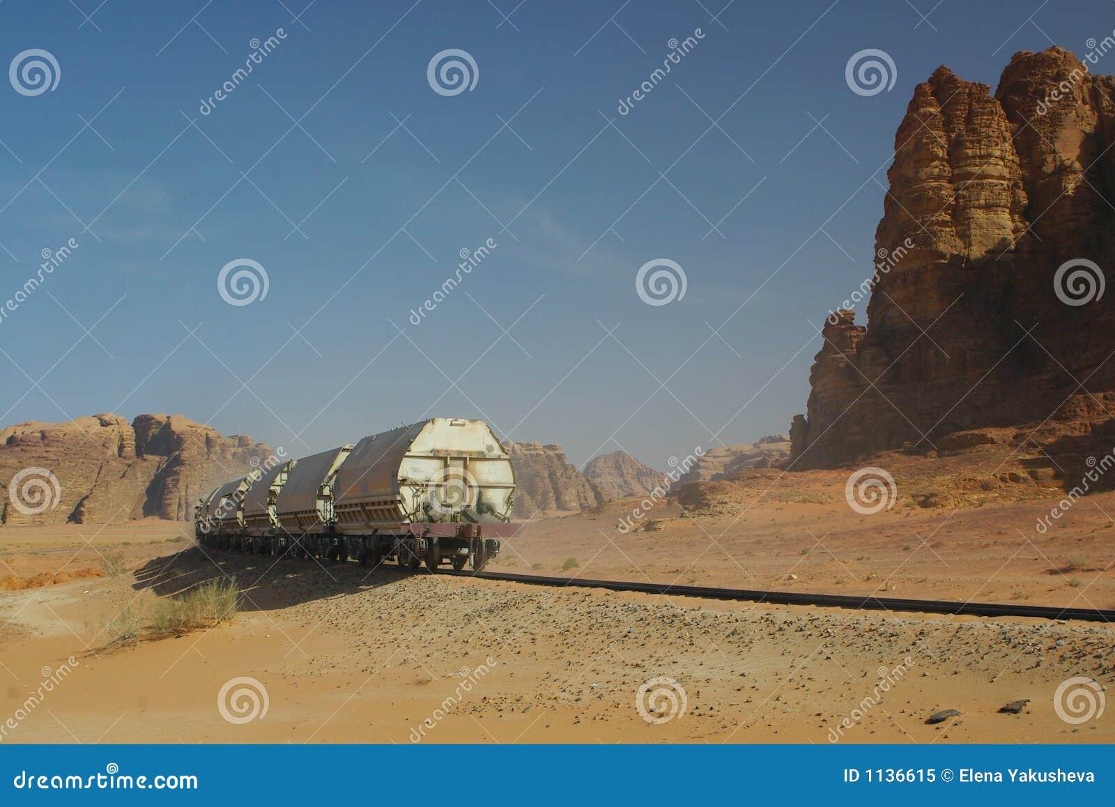 Treno diesel in deserto