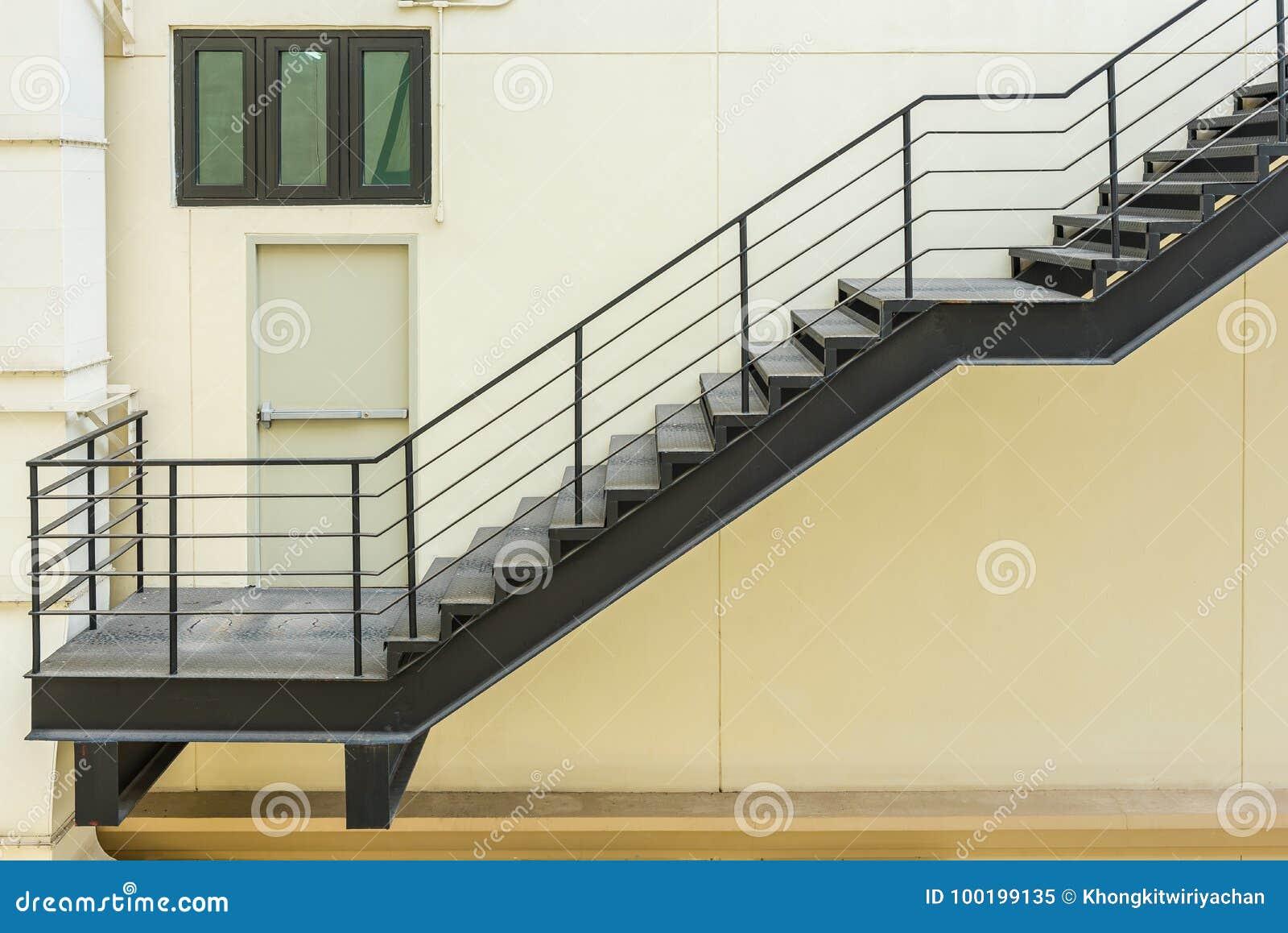 Extrem Treppe Für Notausgang Mit Dem Stahlgeländer Und Der Leiter OC41